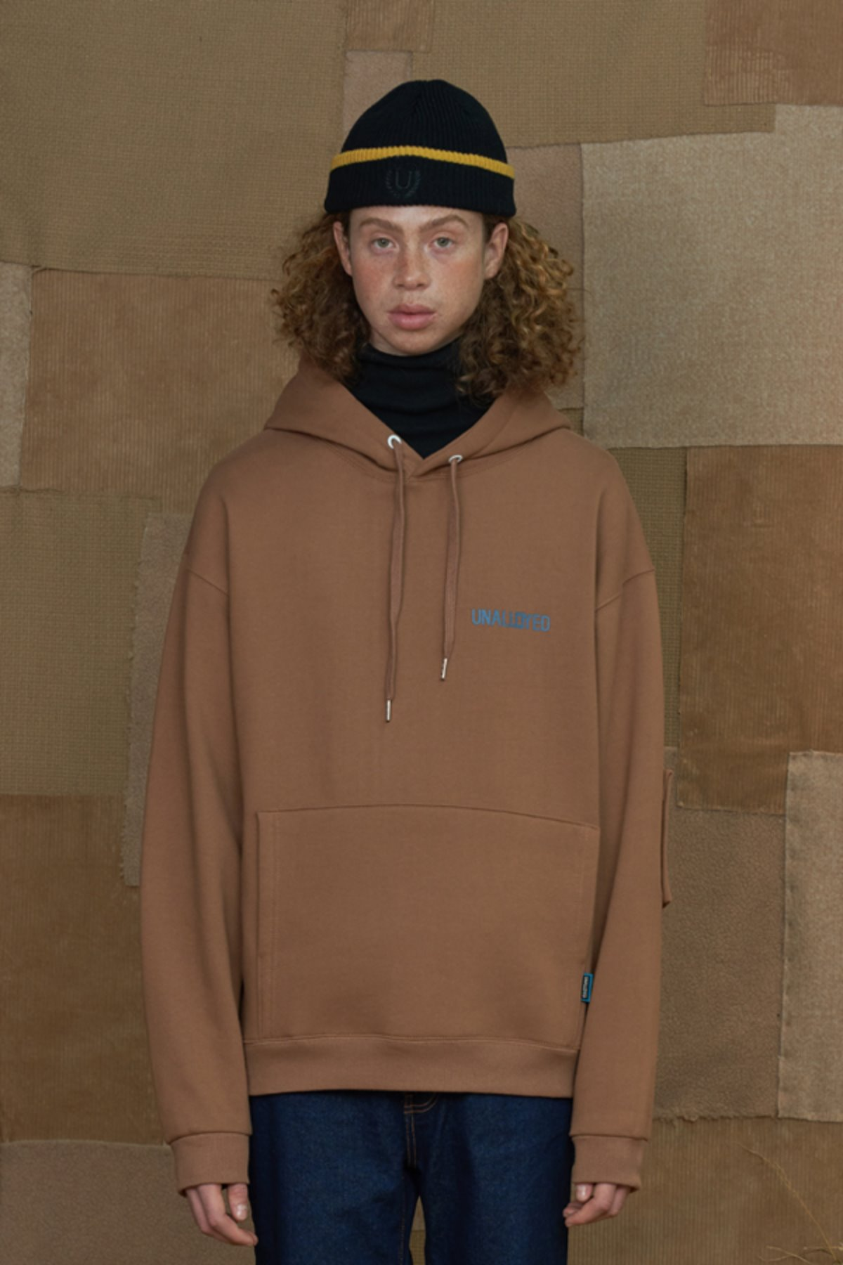 SQUARE PATCH HOODIE / BROWN