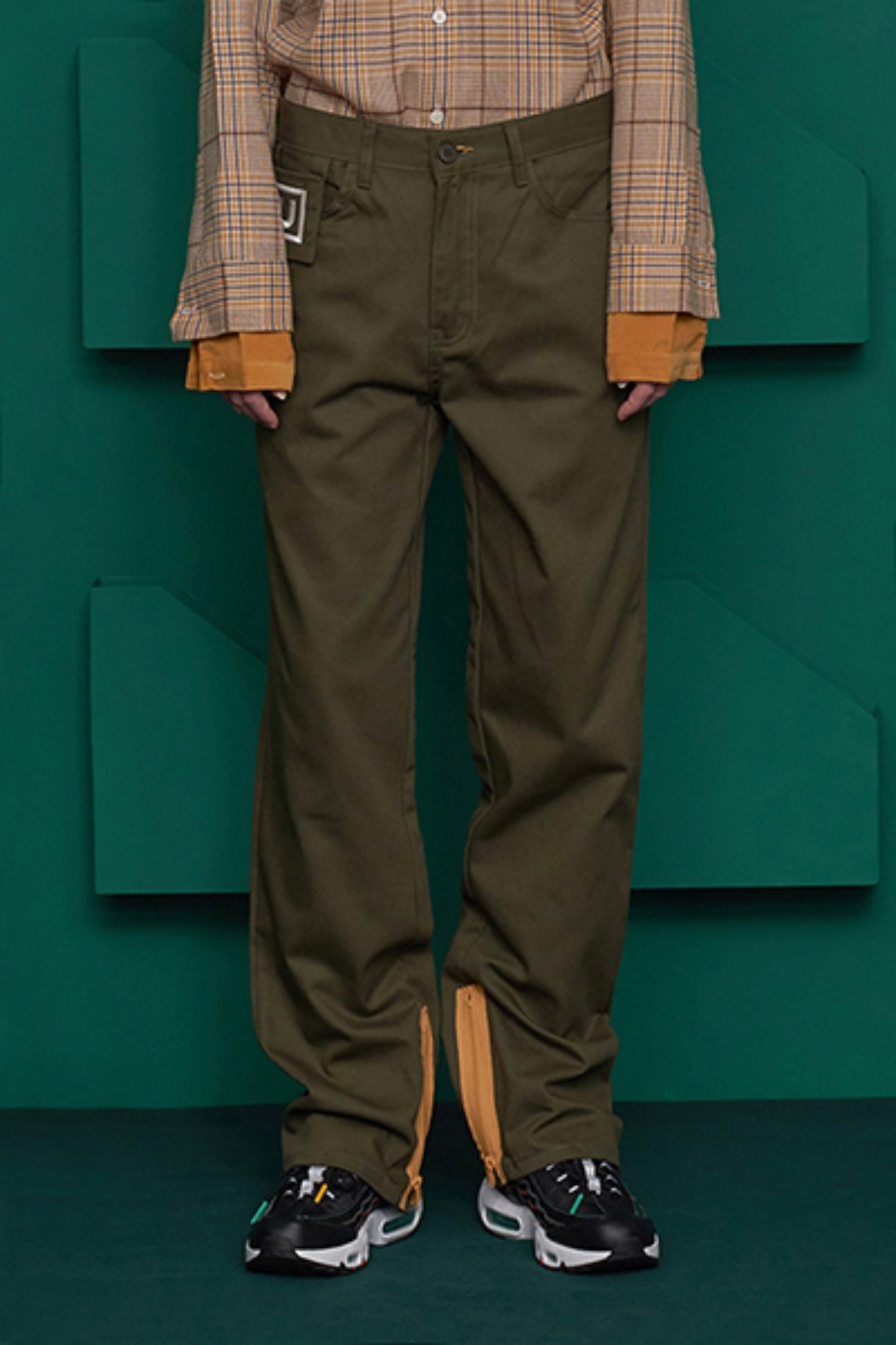 ZIPPER COTTON PANTS / KHAKI