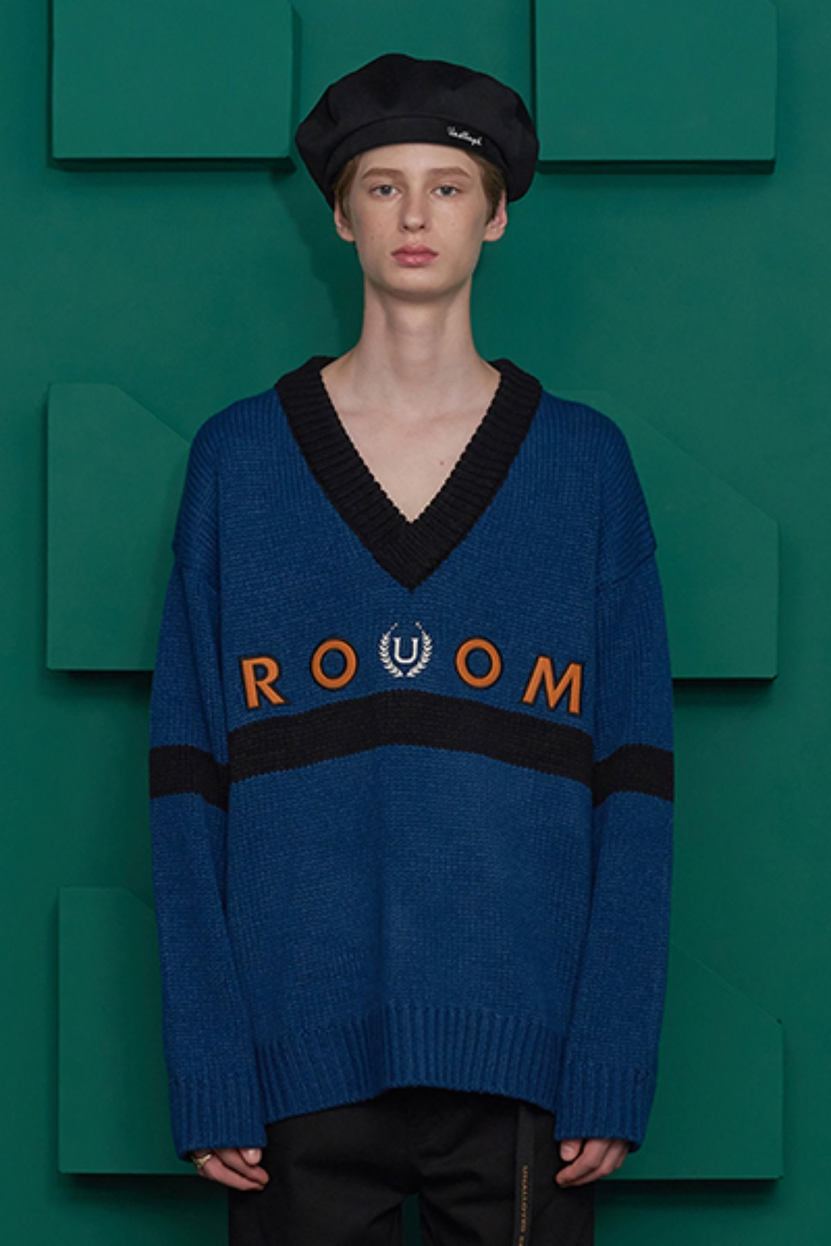 ROOM LOGO V NECK KNIT / BLUE