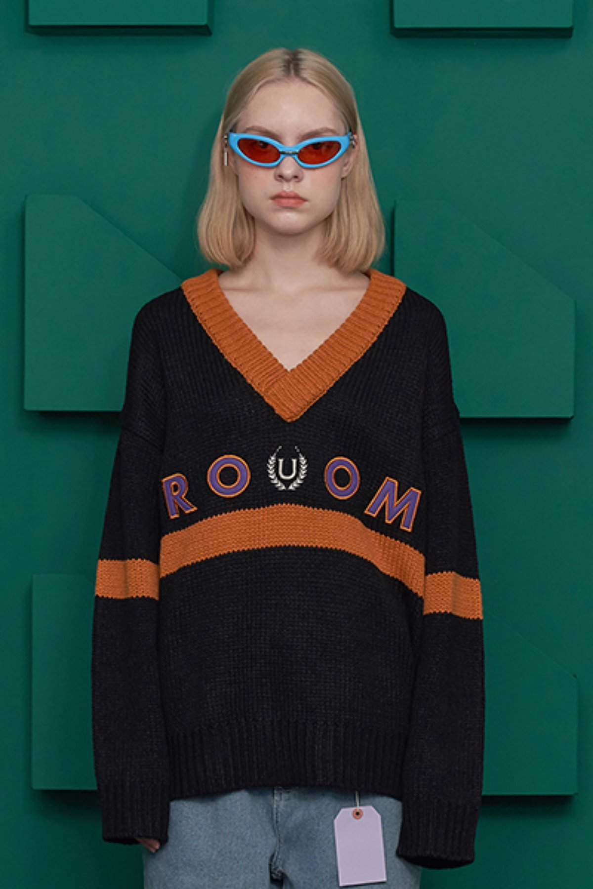 ROOM LOGO V NECK KNIT / BLACK