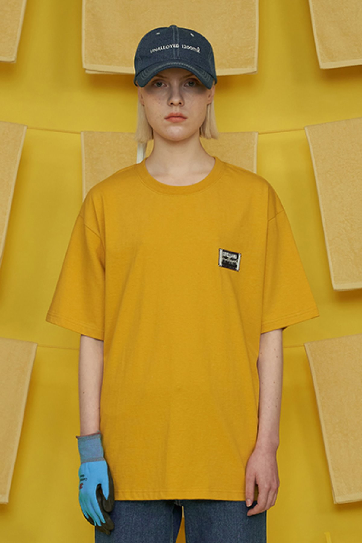 REVERSE LABEL T SHIRT / MUSTARD